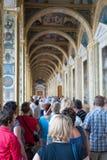 Porciones de turistas en la ermita, St Petersburg Fotos de archivo