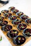 porciones del Mordedura-tamaño de ensalada de la remolacha Imagen de archivo