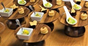 Porciones individuales de cena finas del menú fijo imagenes de archivo