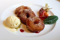 Porcja głęboki smażący powyginany słodki jabłko dzwoni zdjęcie royalty free