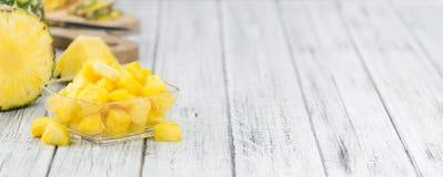 Porcja pokrajać ananas, selekcyjna ostrość zdjęcia stock