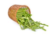 Porcja rżnięty świeży asparagus na białym tle fotografia royalty free