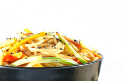Porcja spaghetti z marchewkami i kumberlandem zucchini i soj Zdjęcia Stock