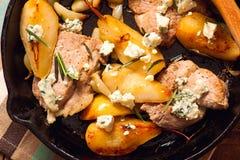 Porco con gorgonzola e le pere Fotografia Stock Libera da Diritti