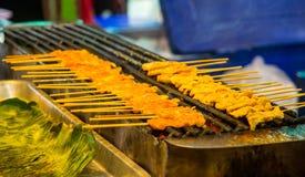 Porco cotto Satay con la salsa e l'aceto dell'arachide Fotografia Stock