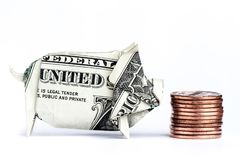 Porco do dinheiro que come moedas fotos de stock