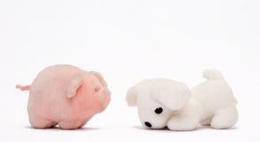 Porco e cão macios do brinquedo Fotografia de Stock