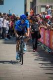 Pordenone, Ιταλία στις 27 Μαΐου 2017: Επαγγελματική ομάδα ουρανού του Mikel Landa ποδηλατών, στο μπλε Τζέρσεϋ Στοκ Εικόνα