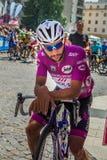 Pordenone, Itália 27 de maio de 2017: Ciclista profissional Fernando Gaviria Quick Step Team, no jérsei roxo, na primeira linha fotos de stock