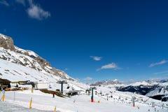 PORDOI, TRENTINO/ITALY - 3月26日:滑雪在t的白云岩 免版税库存图片