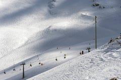 PORDOI, TRENTINO/ITALY - MARZEC 26: Krzesła dźwignięcie w dolomitach obraz royalty free
