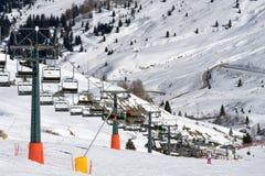 PORDOI, TRENTINO/ITALY - MARZEC 26: Krzesła dźwignięcie w dolomitach obrazy stock