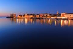 PoreÄ  efter solnedgång på skymning, Kroatien arkivfoto