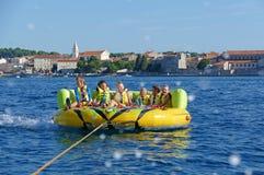 POREC, ΚΡΟΑΤΊΑ - 10 ΑΥΓΟΎΣΤΟΥ 2016 Απόλαυση στις διακοπές θάλασσας Στοκ Εικόνες