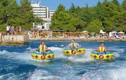 POREC, CROATIE - 10 AOÛT 2016 Plaisir les vacances de mer Photo stock