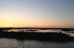 Pores do sol no pântano Imagem de Stock