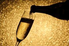 poring för champagne Arkivbild