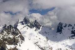 Poris szczyt w chmurach, Orobie zdjęcie stock