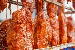 pork Η γραμμή για την παραγωγή των καπνισμένων λιχουδιών industri στοκ φωτογραφία με δικαίωμα ελεύθερης χρήσης