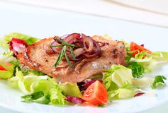 Pork cutlet with green salad Royalty Free Stock Images