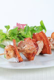 Pork skewer with salad greens Royalty Free Stock Photos