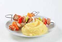 Pork skewers with mashed potato Royalty Free Stock Photography