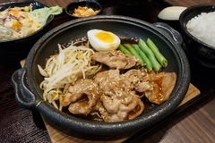 Pork teppanyaki with egg and vegetables in hot plate. Japanese Cooking Royalty Free Stock Photography