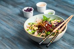 Porkom met eetstokjes en ingrediënten royalty-vrije stock fotografie