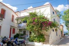 Poros, Grèce - 27 septembre : Vieille maison traditionnelle en septembre Photographie stock libre de droits
