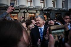 Poroshenko возблагодарило украинцев которые пришли возблагодарить его и поддержать его стоковая фотография rf