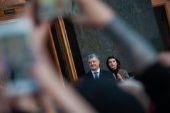 Poroshenko возблагодарило украинцев которые пришли возблагодарить его и поддержать его стоковые изображения rf