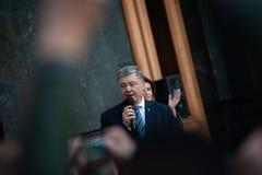Poroshenko tackade ukrainare som kom att tacka honom och st?tta honom fotografering för bildbyråer