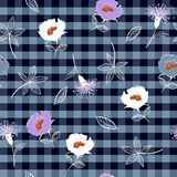 Porpora disegnato a mano di bella estate senza cuciture e bianco di fioritura royalty illustrazione gratis