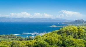 Porquerolles pipular toeristisch eiland bij de Kooi D 'Azur van de Provence stock afbeelding