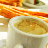 Porras del café y, café y churros gruesos, el desayuno típico i Fotos de archivo libres de regalías