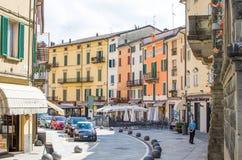 Porretta Terme, Italien - 2. August 2015 - bunte Gebäude, Gleichheit Lizenzfreie Stockbilder