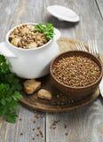 Porridge del grano saraceno con carne Immagine Stock