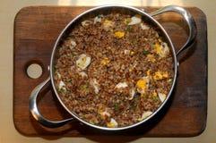 Porridge del grano saraceno con l'uovo sodo tagliato Fotografia Stock Libera da Diritti