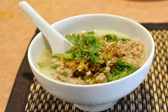 Porridge del riso con carne di maiale tritata immagini stock