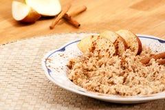 Porridge della cannella del Apple immagine stock