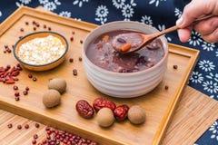 Porridge di Laba, porridge di Babao, un piatto gastronomico in Cina del Nord fotografie stock