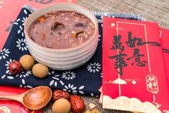 Porridge di Laba, porridge di Babao, un piatto gastronomico in porridge nordico di ChinaLaba nell'ambito dei precedenti della bus fotografie stock