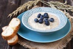 Porridge with fresh berries Royalty Free Stock Photography
