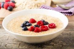 Porridge mit berries Royalty Free Stock Photo