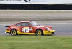 Porsche 911 auf einer Rennenspur Lizenzfreie Stockbilder