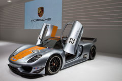 Porsche 918 RSR emballant l'hybride de laboratoire Photo libre de droits
