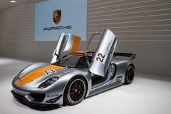 Porsche 918 RSR que compete o híbrido do laboratório Foto de Stock Royalty Free