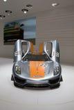 Porsche 918 RSR que compite con el híbrido del laboratorio Foto de archivo libre de regalías