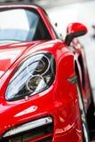 Porsche-auto's voor verkoop Stock Fotografie