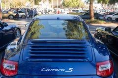 Porsche 911 Carrera S auf Anzeige stockbilder